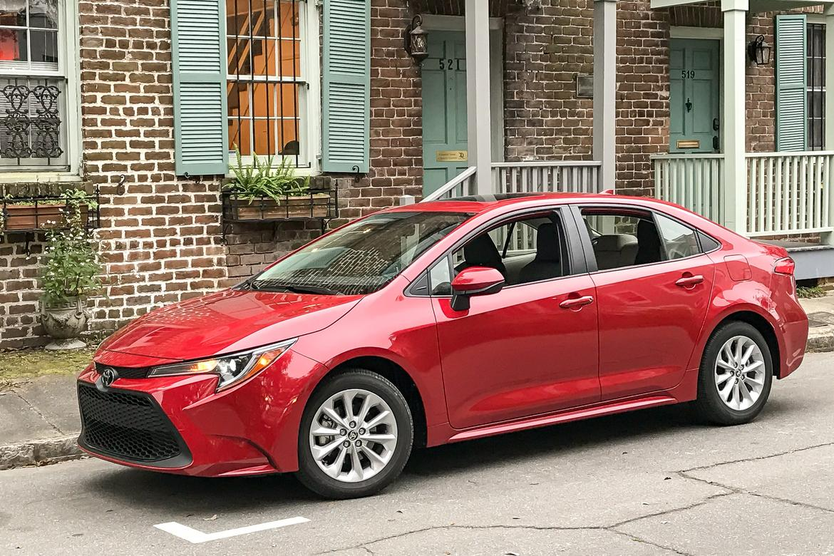 35-<a href=https://www.autopartmax.com/used-toyota-engines>toyota</a>-corolla-2020-angle--exterior--front--red.jpg