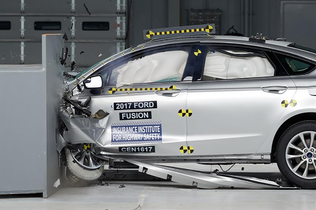 2017 Ford Fusion Earns Iihs Top Safety Pick Plus Rating