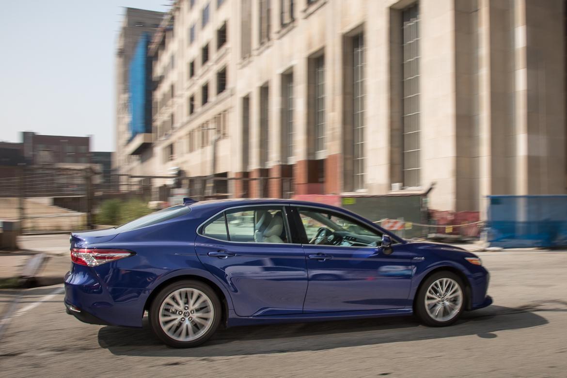02-<a href=https://www.autopartmax.com/used-toyota-engines>toyota</a>-camry-hybrid-2018-blue--dynamic--exterior--profile.jpg