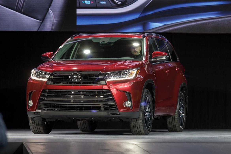 2017 Toyota Highlander Photo Gallery