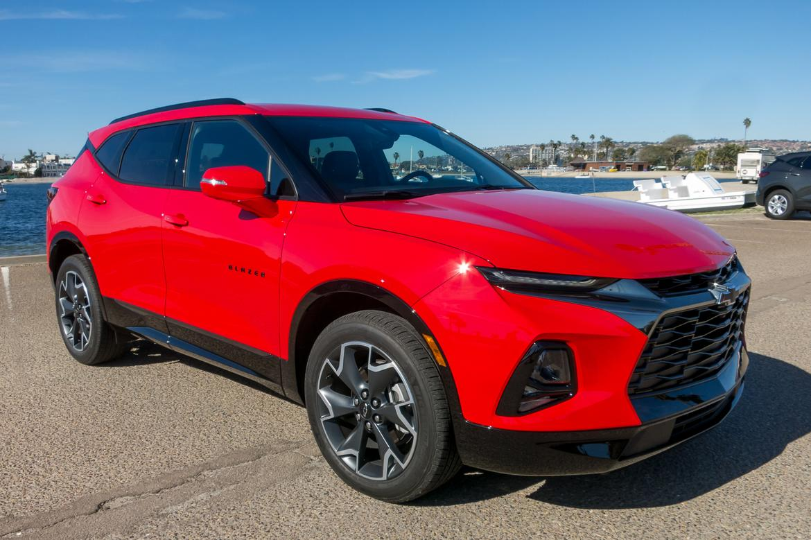 01-<a href=https://www.sharperedgeengines.com/used-chevrolet-engines>chevrolet</a>-blazer-2019-angle--exterior--front--lifestyle--red.