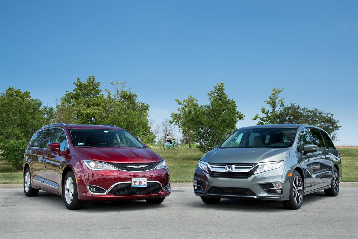 17chrysler Pacifica Vs 18honda Odyssey Es 01 Jpg