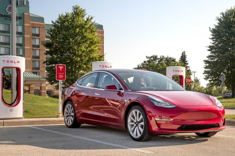 01 Tesla Model 3 2018 Angle Exterior