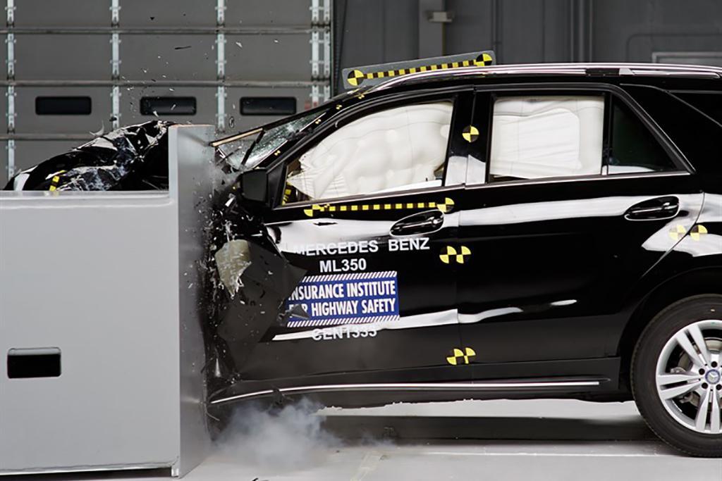 18_Mercedes-Benz_GLE-Class_Crash_Test.jpg