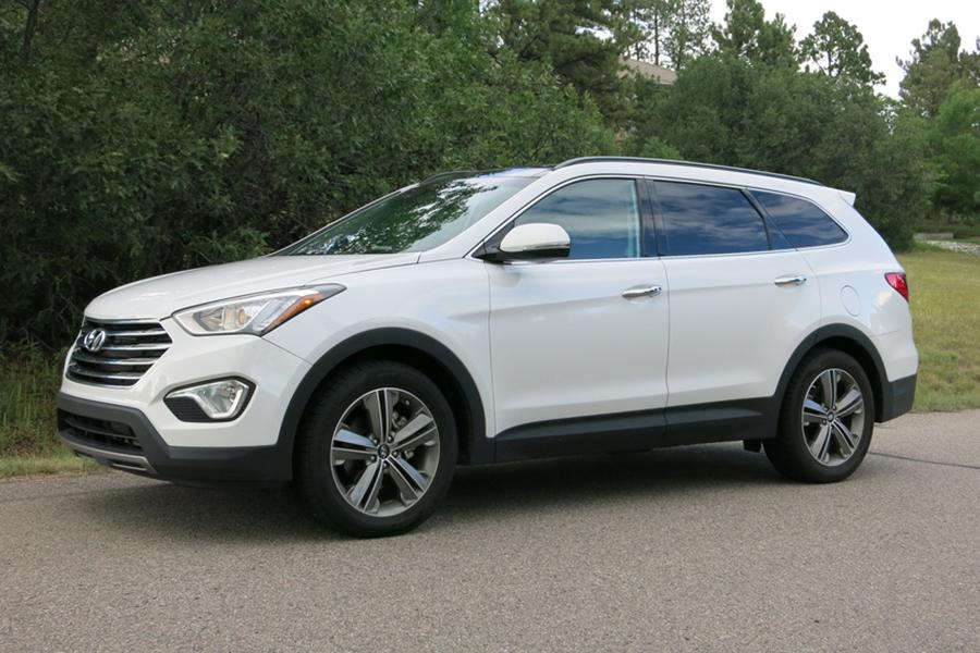 2014 hyundai santa fe our review. Black Bedroom Furniture Sets. Home Design Ideas