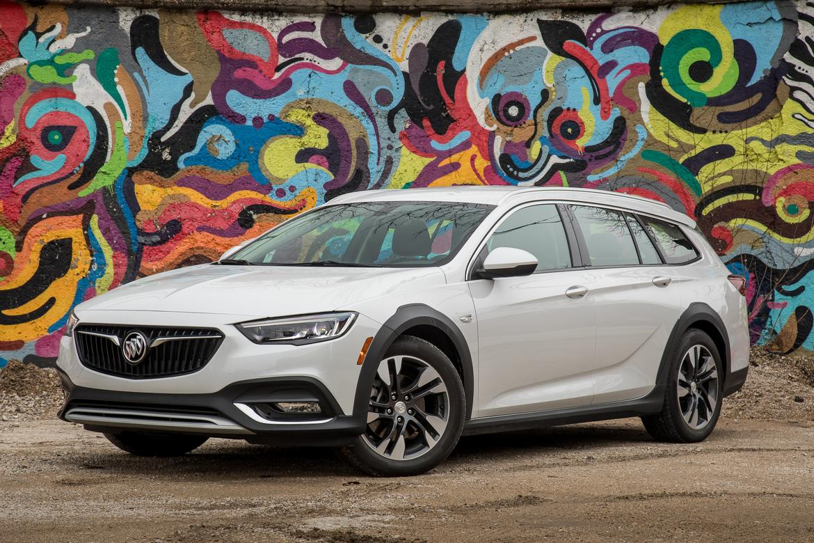 2018 Buick Regal TourX - Our Review | Cars.com