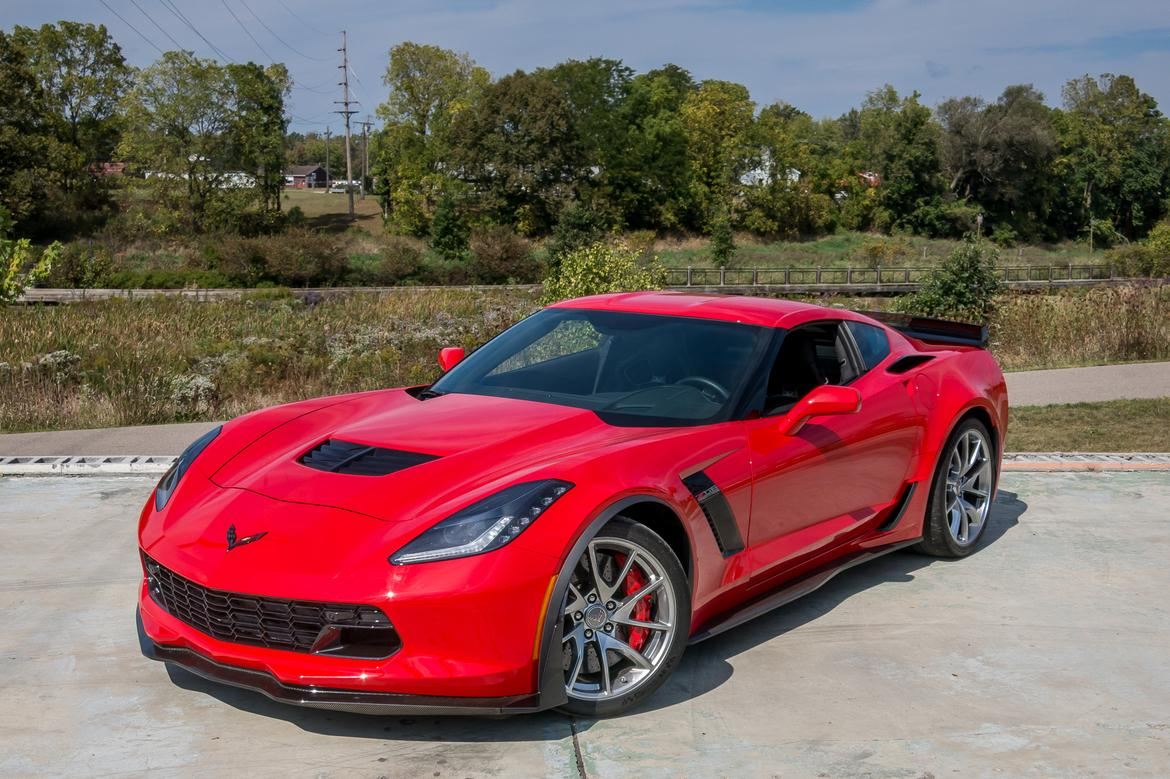 03-<a href=chevrolet.php > <a href=chevrolet.php > Chevrolet </a> </a>-corvette-Z06-2018-angle-exterior-front-red.jpg