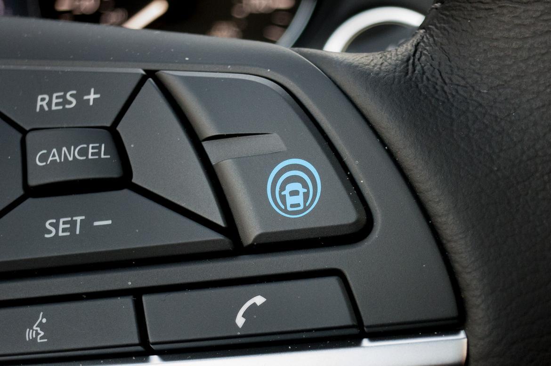 03-nissan-rogue-2018-controls-interior-steering-wheel.jpg