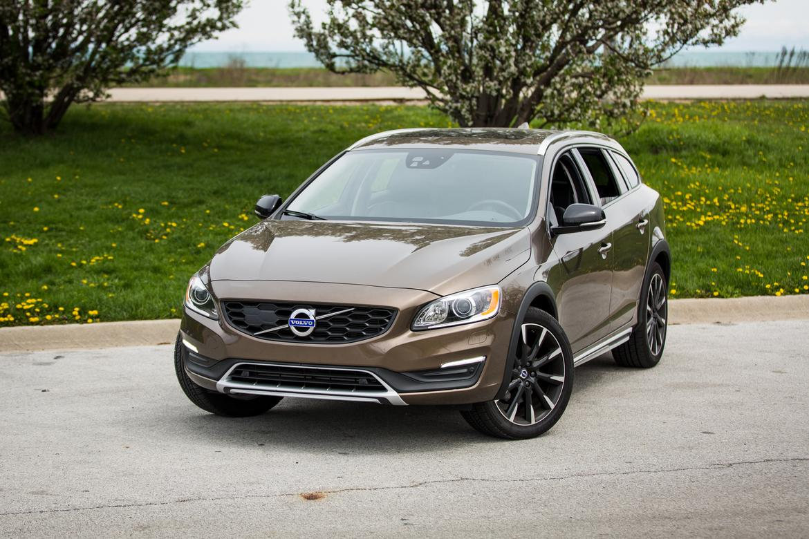 The Overall Look Plays Better On Wagon Than It Does Odd Duck S60 Cross Country Sedan But Still Muds Traditional S Cliness