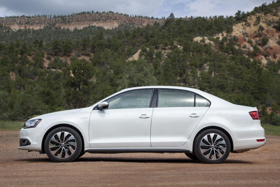 2013 Volkswagen Jetta Hybrid - Our Review | Cars.com