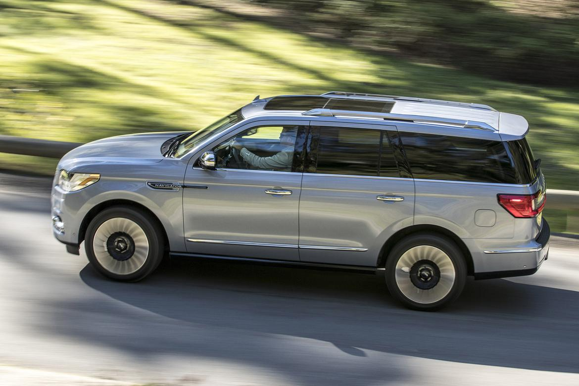 2018 Lincoln Navigator What S The Cost Of A Fill Up News Cars Com