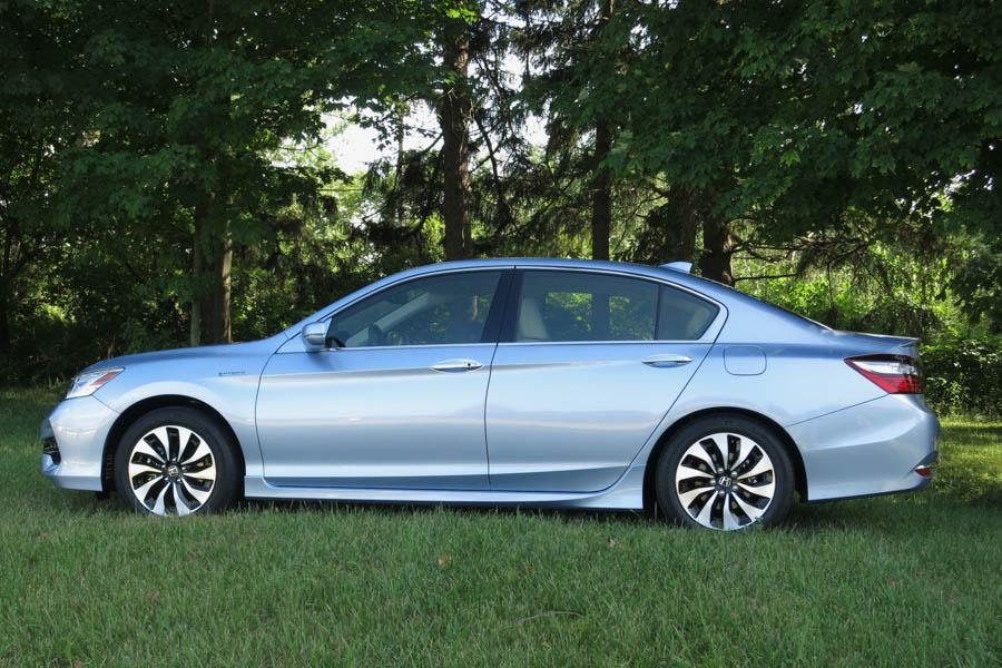 2017 honda accord hybrid our review. Black Bedroom Furniture Sets. Home Design Ideas