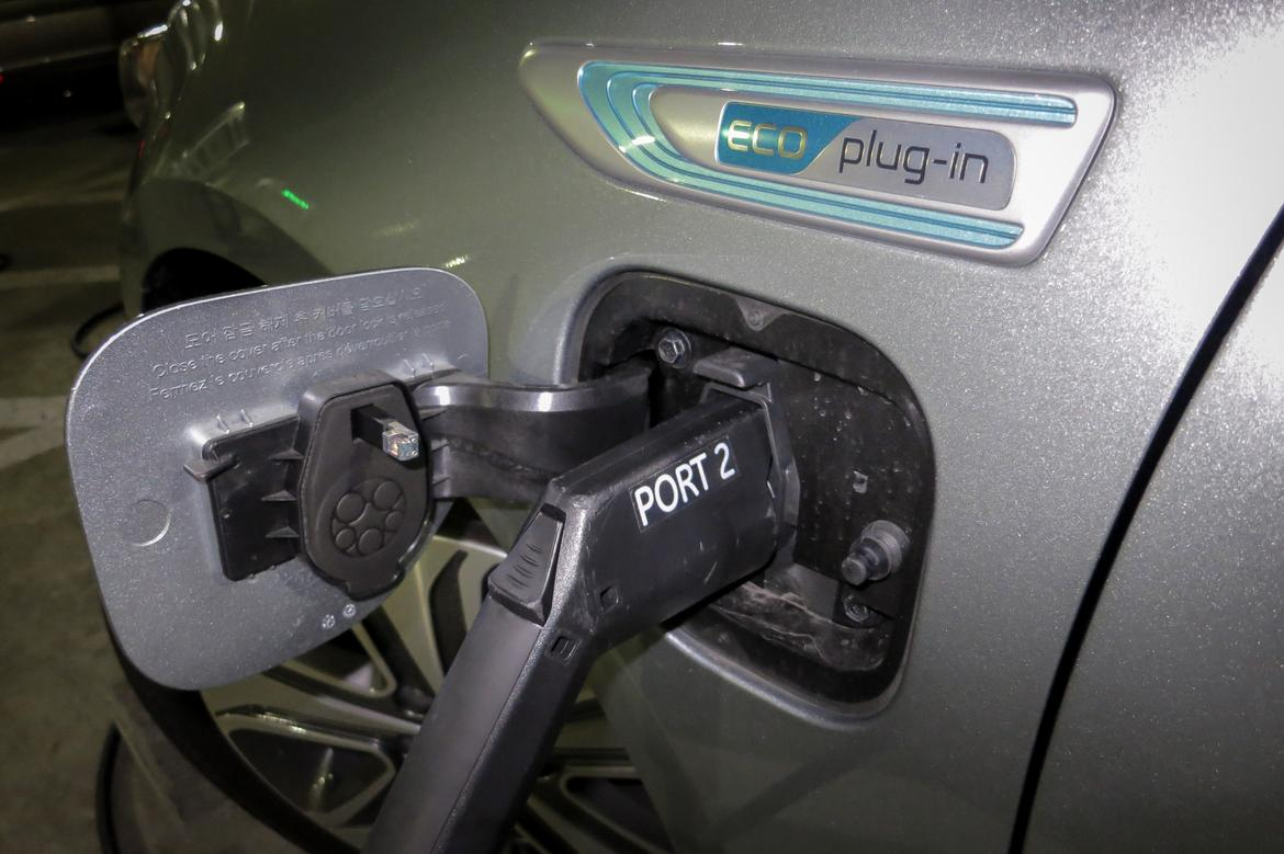 17Kia_Optima-Plug-In_FM_04.jpg