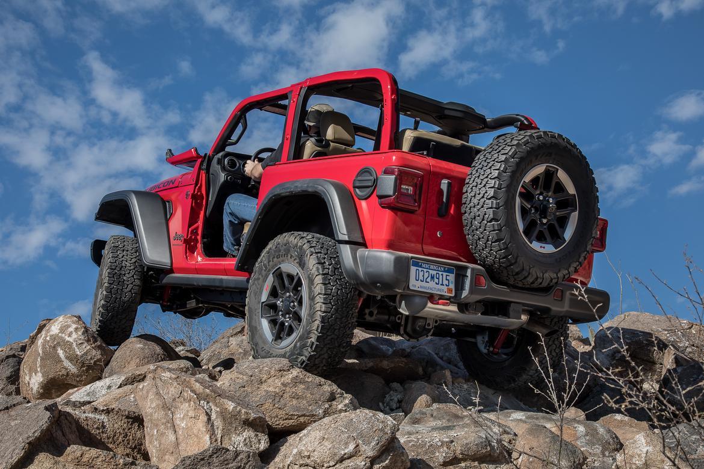 41-jeep-wrangler-2018-dynamic-exterior-off-road-rear-angle.jpg