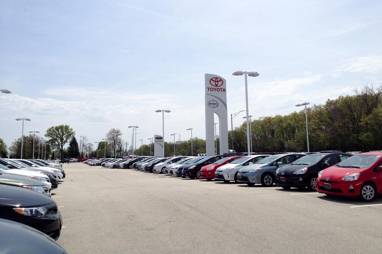 Toyota_dealer_KM.jpg