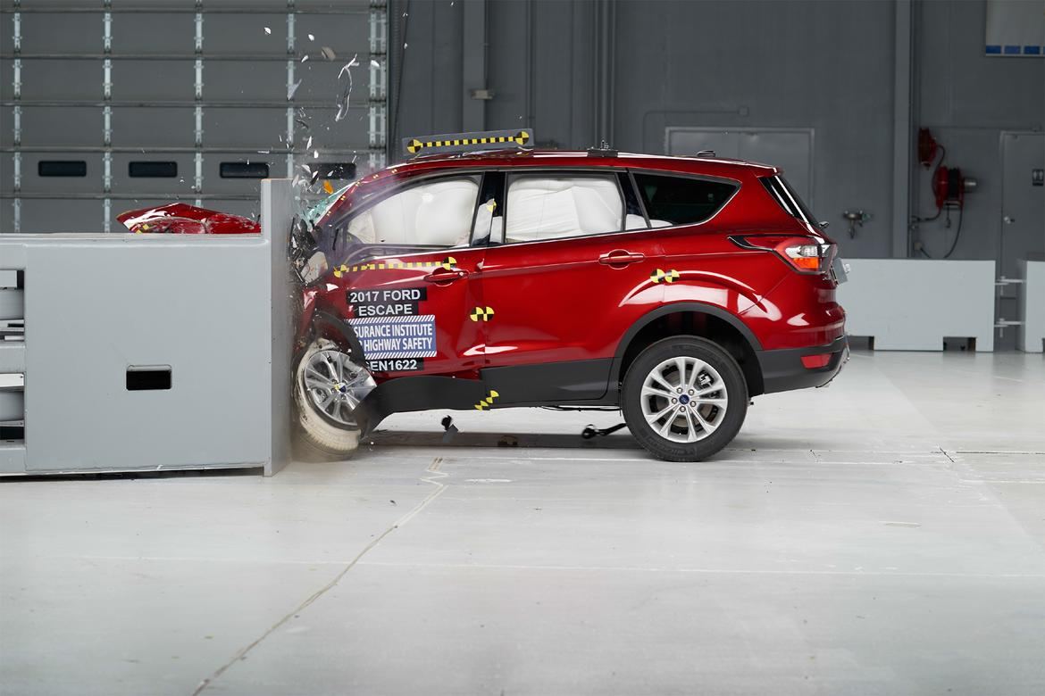 2017 Ford Escape Action Iihs Jpg