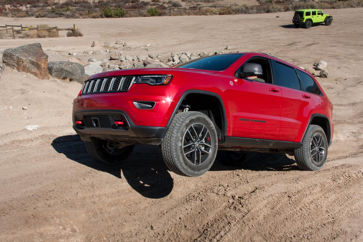 17Jeep_Grand-Cherokee-Trailhawk_BW_11.jpg