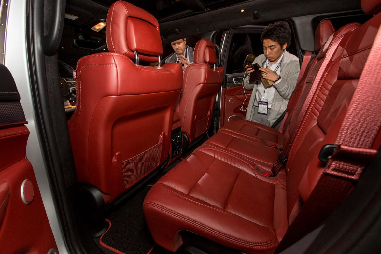 2018 jeep trackhawk interior. perfect interior 18jeep_cherokeetrackhawk_as_ac_25jpg and 2018 jeep trackhawk interior a