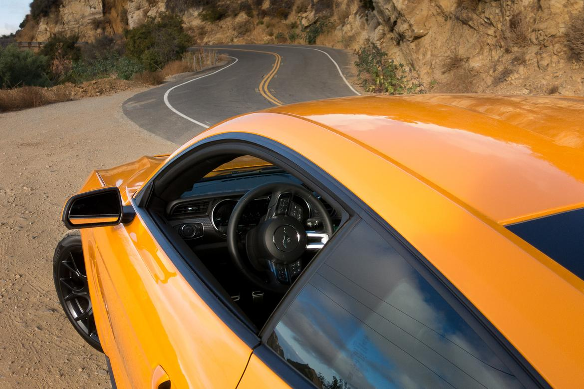 15-<a href=ford.php > <a href=ford.php > Ford </a> </a>-mustang-2018-detail-exterior-orange-steering wheel.jpg