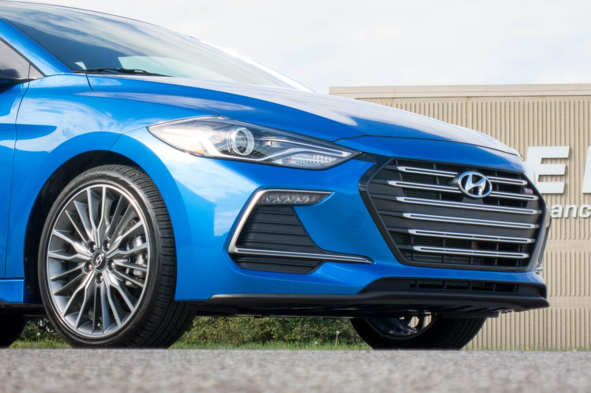 pog news valley its holds own sport elantra against hyundai review auto honda civic vn