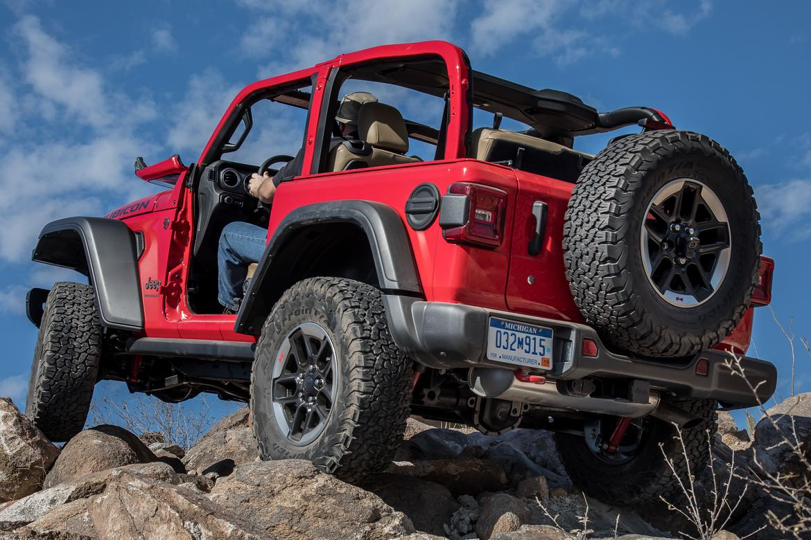 01-jeep-wrangler-2018-dynamic-exterior-off-road-rear-angle.jpg