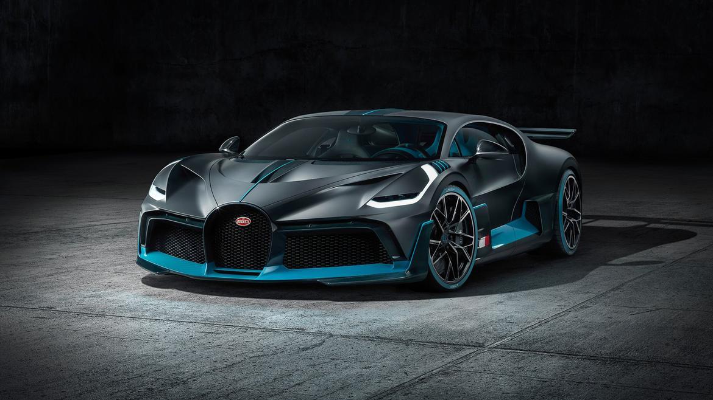 01-bugatti-divo--angle--black--blue--exterior--front.jpg