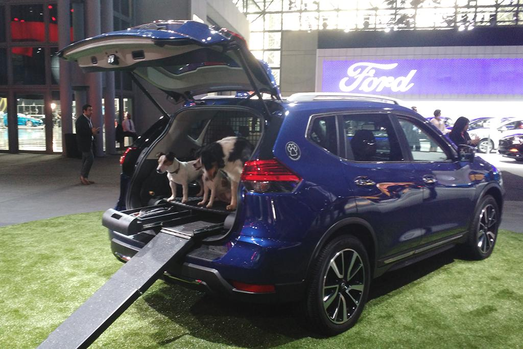 what to see at the 2017 new york auto show news. Black Bedroom Furniture Sets. Home Design Ideas