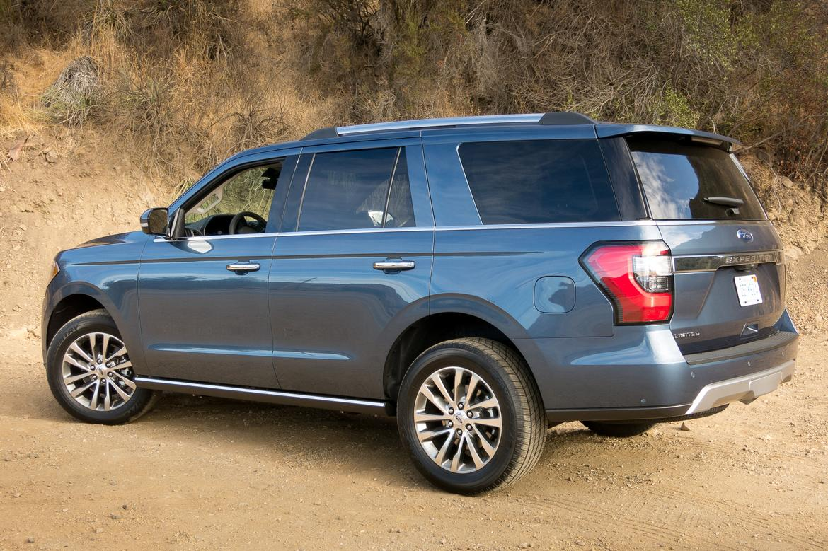 06-<a href=ford.php > <a href=ford.php > Ford </a> </a>-expedition-2018-angle-blue-desert-exterior-mountains-off