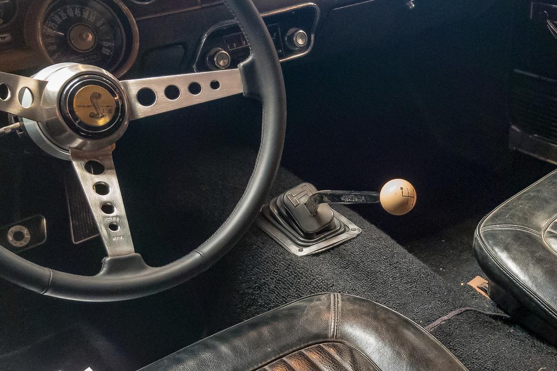 25-ford-mustang-bullitt-1968-gearshift--interior--steering-wheel