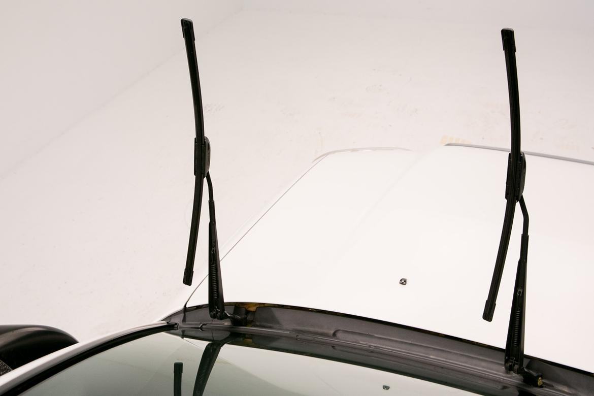 131031_WiperBladeInstall_ES_wipers_upright.jpg