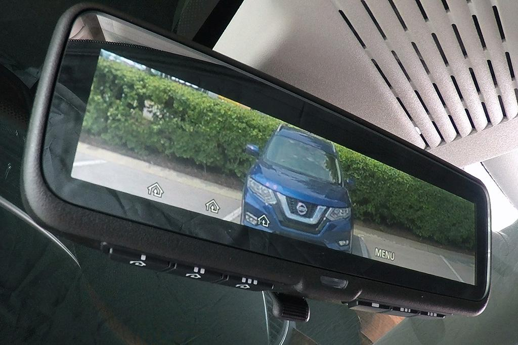 Nissan's Intelligent Mirror Offers Noggin-Free Rear View