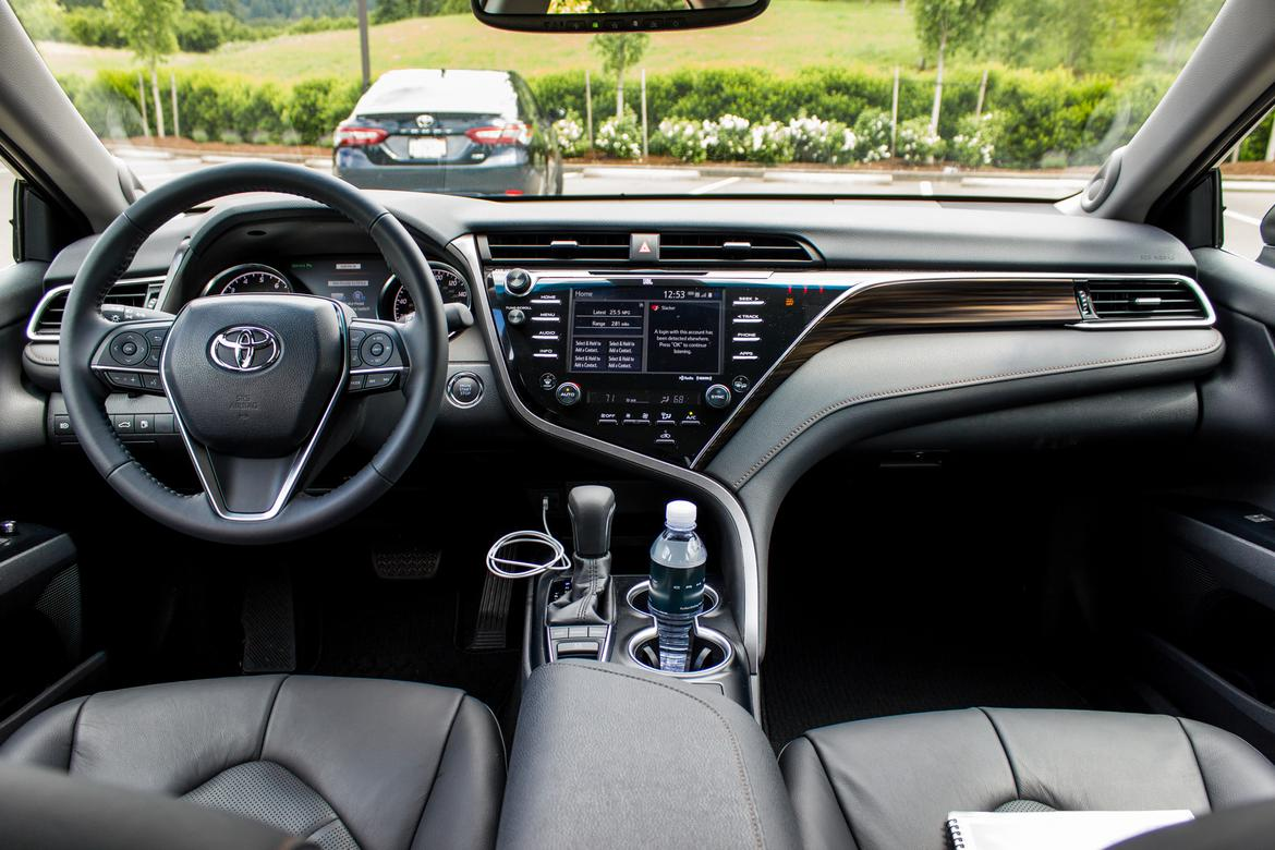 2018 toyota camry review interior photo gallery news. Black Bedroom Furniture Sets. Home Design Ideas