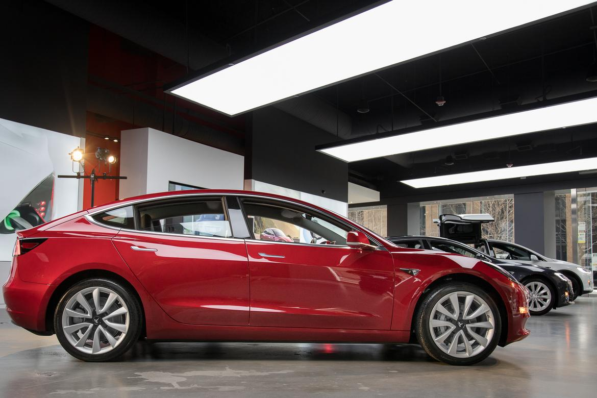 03-tesla-model-3-2018-exterior--profile--red.jpg