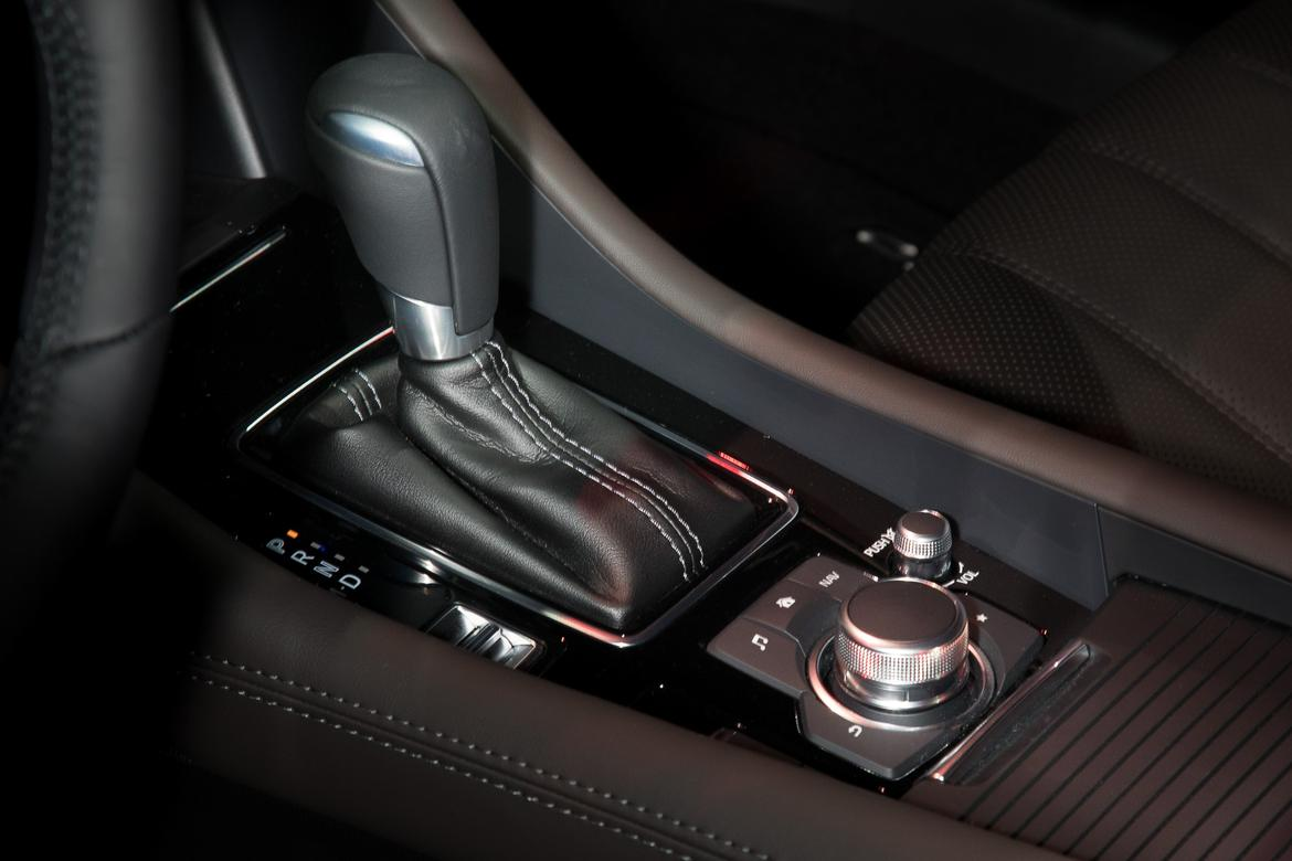 23-<a href=mazda.php > <a href=mazda.php > Mazda </a> </a>-<a href=mazda.php > <a href=mazda.php > Mazda </a> </a>6-2018-17LAAS--autoshow--center-console--gearshift