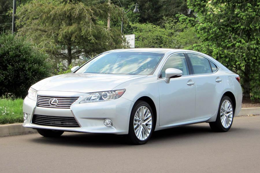 2014 lexus es 300h our review. Black Bedroom Furniture Sets. Home Design Ideas