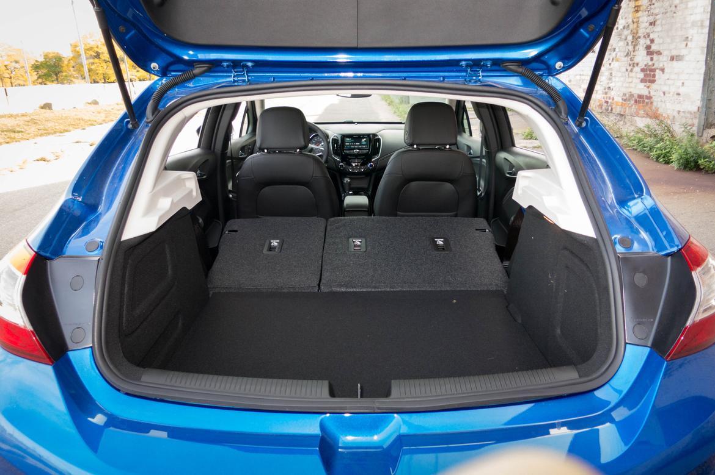 17Chevrolet_Cruze-Hatchback_AB_20.jpg