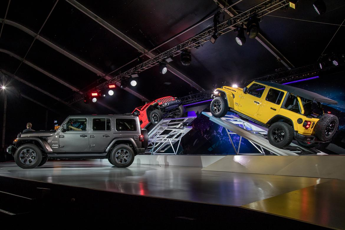 Los Angeles Auto Show Day What You Missed News Carscom - Los angeles car show 2018