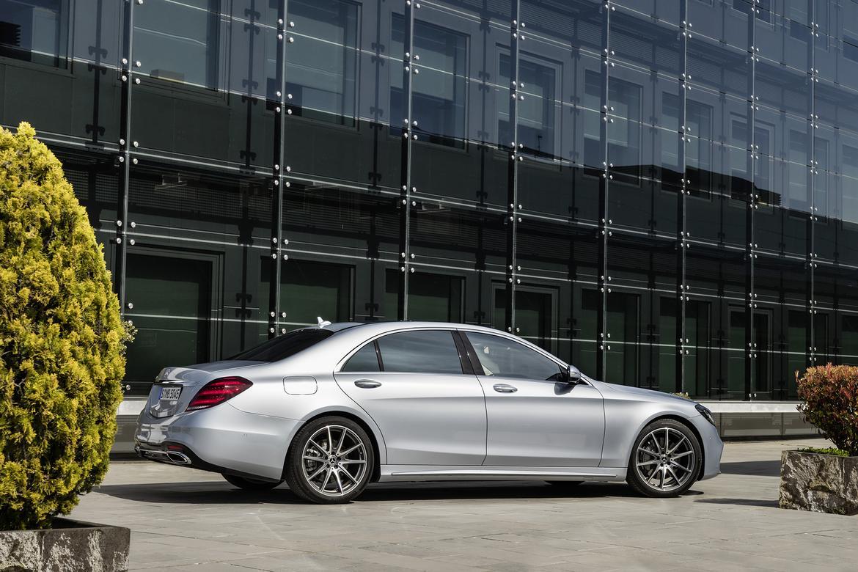 18Mercedes-Benz_S-Class_OEM_05.jpg