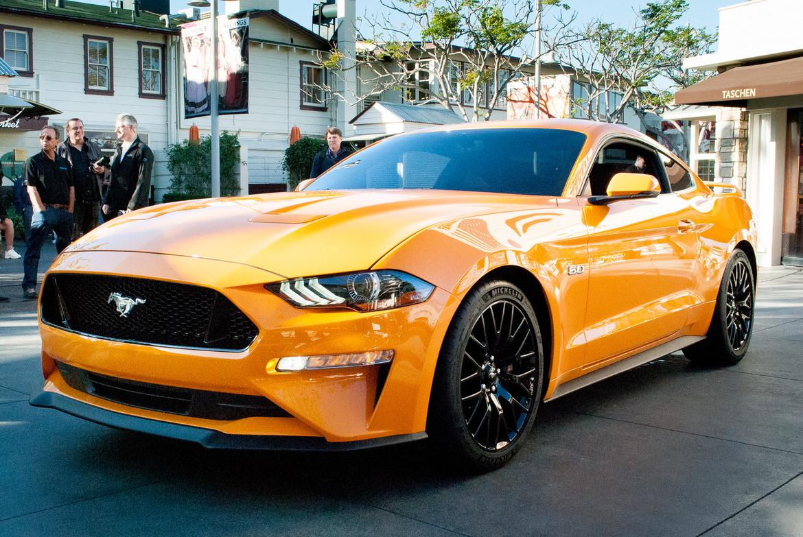 01_18<a href=ford.php > Ford </a>_MustangGT_BW_01.jpg