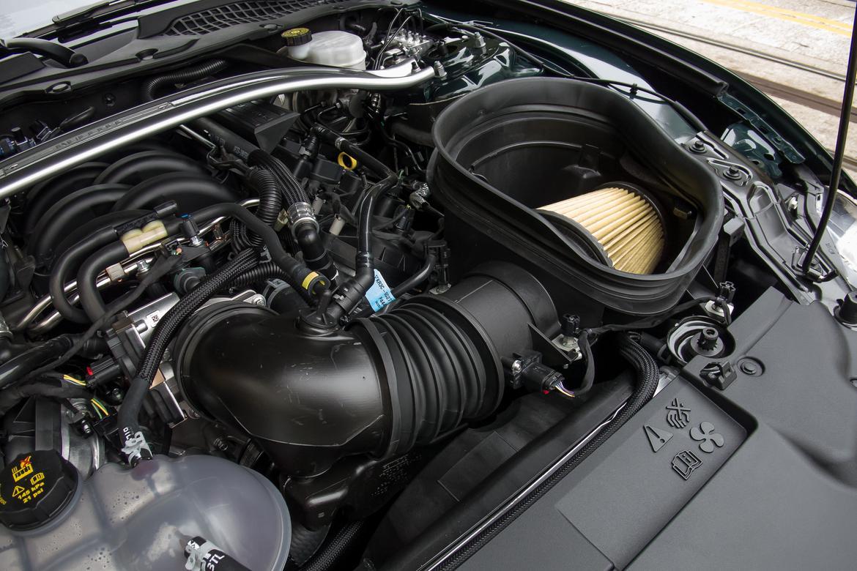 09-ford-mustang-bullitt-2019-engine--interior.jpg