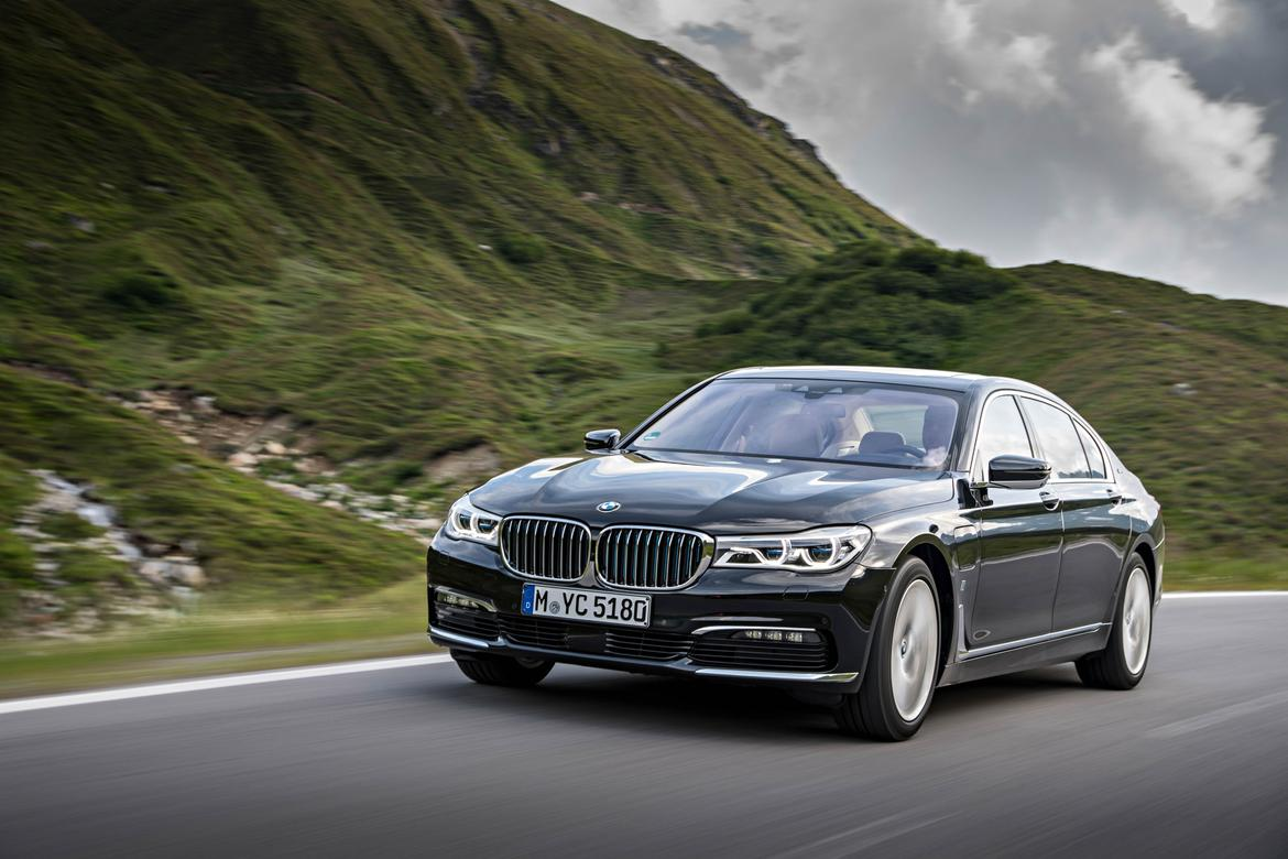 bmw adds plug in hybrid to 7 series lineup news. Black Bedroom Furniture Sets. Home Design Ideas