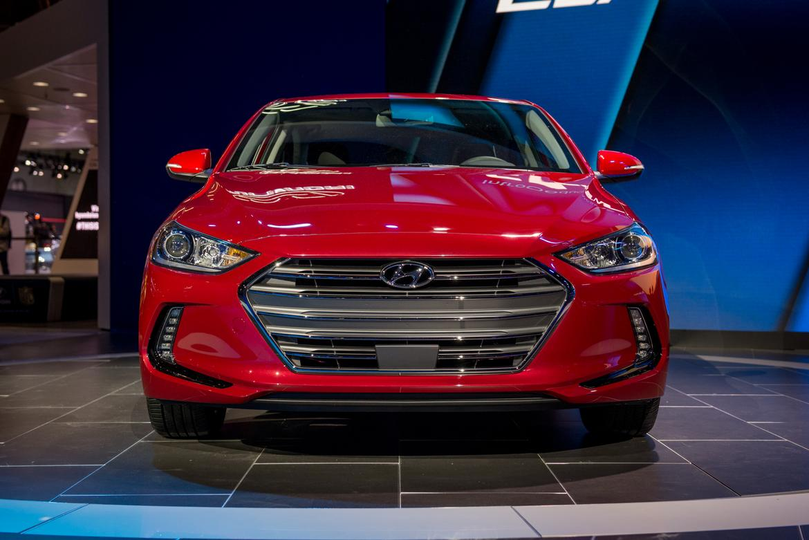 hyundai lowers price on 2017 elantra news. Black Bedroom Furniture Sets. Home Design Ideas