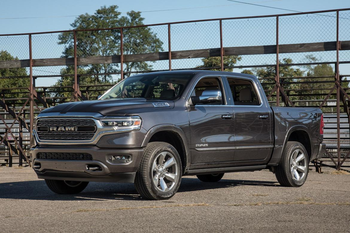 06-ram-1500-limited-crew-cab-2019-angle--black--exterior--front-
