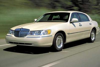 Used 2002 Lincoln Town Car