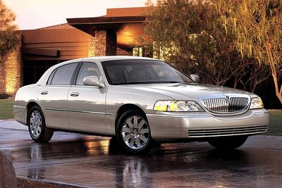 Used 2005 Lincoln Town Car Signature Limited