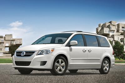Used 2013 Volkswagen Routan SE w/RSE & Navigation