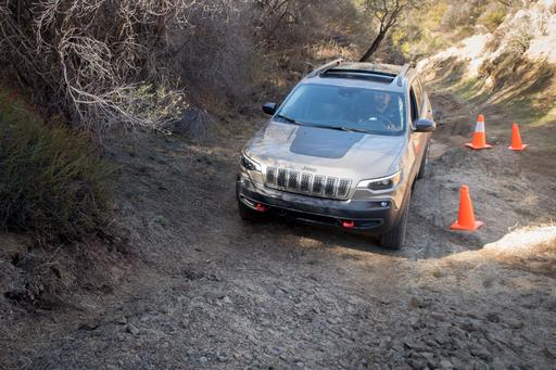 2019 Jeep Cherokee Rules Off-Road, But Prices Still an Obstacle