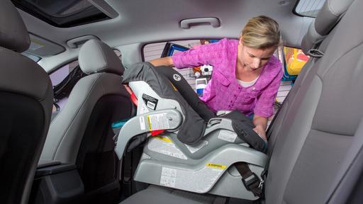 How Do Car Seats Fit in a 2018 Hyundai Elantra?