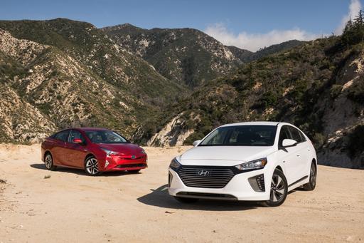 2017 Hyundai Ioniq Hybrid Vs. 2017 Toyota Prius: Who's the King of Fuel Economy?