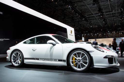 2016 Porsche 911 R Photo Gallery